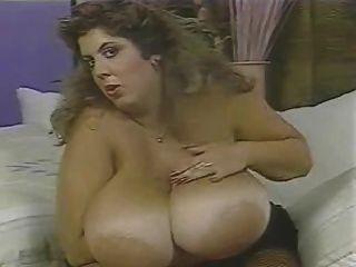 विशाल winking स्तन