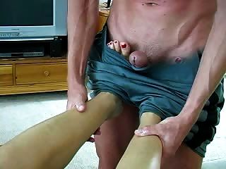 पैरों की मालिश सेक्स और एक पैर की नौकरी की ओर जाता है