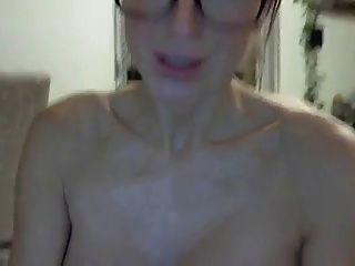 सेक्सी श्यामला खिलौने हर छेद कैम पर