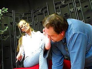 जर्मन महिला वेश्या महिला जोन और उसके पैर दास 1