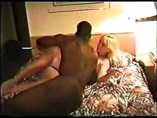 काले आदमी के साथ एक होटल में गर्म गोरा