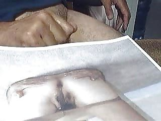 मार्स पॅट वोंग की फोटो पर हस्तमैथुन करने वाला आदमी