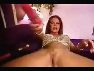गुलाबी dildo के साथ गर्म गर्म महिला