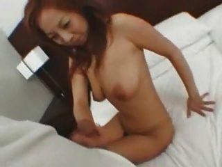 जापानी लड़की सिर दे रही है