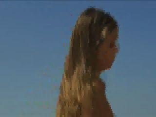 स्पेन में एक नाव पर त्रिगुट