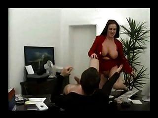 उसके कार्यालय में कामुक जर्मन milf गड़बड़