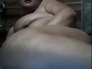 बड़े स्तन और पेट