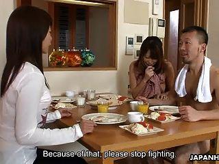 एशियाई बेब हो रही है groped और बंद मुद्रा