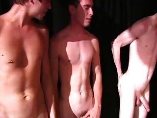 लड़कों के साथ एक मजेदार समय