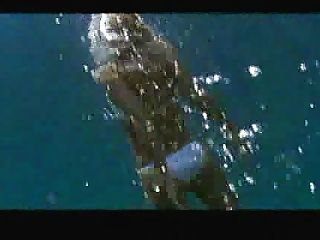जेसिका अल्बा तैराकी