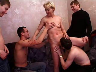 इरीना और 4 लोग 3