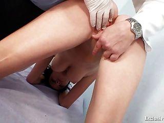 पति बेब रिटा विकेट गिनो डॉक्टर परीक्षा