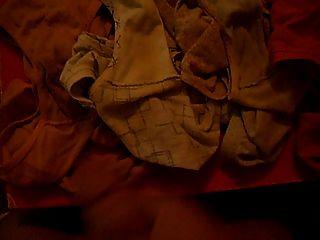 मरोड़ते हुए और मेरे चचेरे भाई गंदी पैंटी के लिए कमिंग