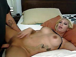 सेक्सी गोरा blowjob और उसके प्रेमी कमबख्त