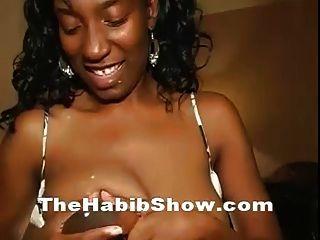 स्तनपान कराने वाली 38ddd squirting दूधिया स्तन गड़बड़