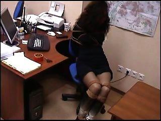 कार्यालय में बंधे