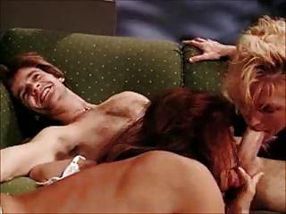 माइकल जे दो महिलाओं के साथ कॉक्स त्रिगुट