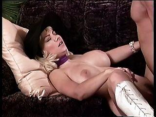एक टोपी में बड़े स्तन लड़की उसे बिल्ली बढ़ा pounded हो जाता है