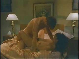 विंटेज बेड सेक्स दृश्य 1 पहनना चिमटी