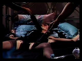 बंधन ट्रांस वेश्या छेड़ा जाता है