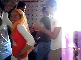 अरब हिजबी वेश्या नृत्य 7