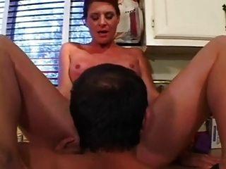रसोई में रसोई में लिंडा fucks