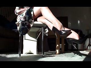 तन मोज़ा और पंपों में लंबे पैर
