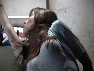 जेनिफर स्तन के लिए 99 शब्दों को प्यार करता है