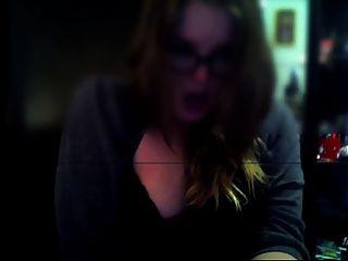 लड़की वेबकैम पर masturbating