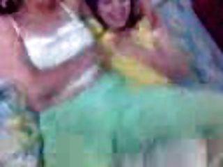 दो सींग लड़कियों