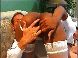 कारमेल एक गंदा नर्स को मारक कमिंग्स के लिए खेलते हैं