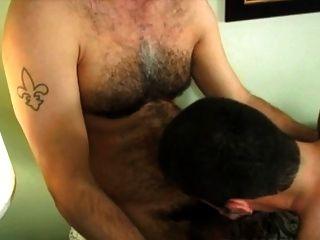 बहुत गर्म बालों वाले पिता ने मुंह में सह गोली मार दी