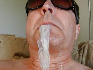 कंडोम सह खा
