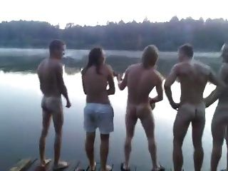 झील में नग्न गायन वाले str8 लोग