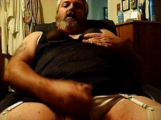 नीचे पहनने के कपड़ा jacking में sissy (फिर से)