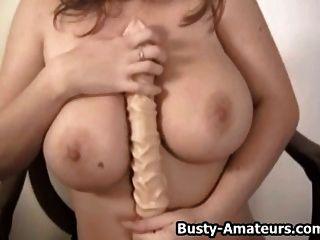 busty लड़की सारा पत्थर dildo के साथ उसे बिल्ली खेल