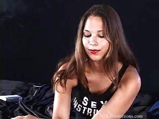 लौरा ली धूम्रपान बुत पर ड्रैगिनलैडीज