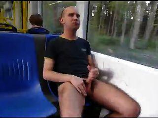 बस में पथपाकर
