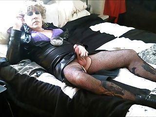 बिस्तर पर धूम्रपान 3