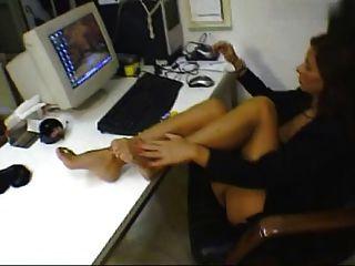 महिला पैर चिढ़ा