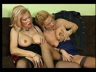 जर्मन पत्नी और उसके दोस्तों के साथ सेक्स