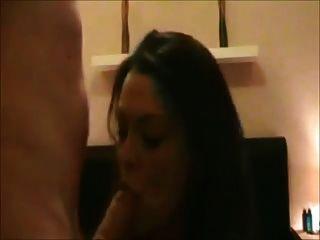 पत्नी masturbates तो fucked हो जाता है