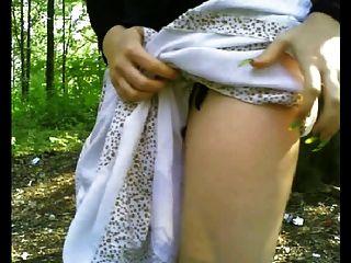 फ्लैश गधा और एक सार्वजनिक वन में स्तन