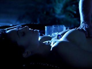 रात के ठंड में एड्रियन सैक्स