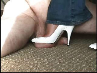 सफेद ऊँची एड़ी के जूते