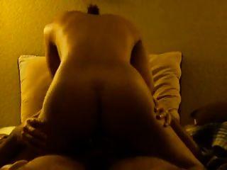 (zawza.com पर गर्म लड़कियों) मेरी पत्नी ने मुझे अच्छी तरह से fucks