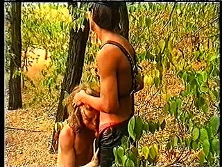 जंगल में चमड़े के लड़के