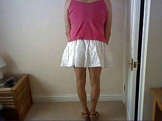 नई स्कर्ट, उच्च ऊँची एड़ी के जूते और शीर्ष