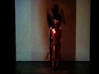 कामुक नृत्य प्रदर्शन 18