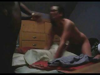 सफेद लड़की deepthroats और उसके काले प्रेमी fucks